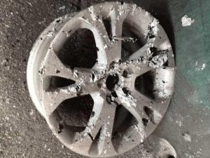 VOLVO GENUINE WHEEL RESTORER pict-2-剥離・洗浄